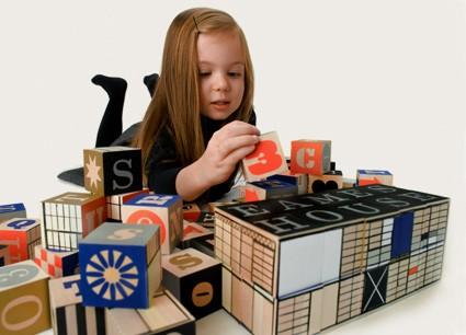 Eames House Blocks - Juego diseñado por Charles y Ray Eames, basado en el sistema de vivienda experimentado en la Case Study No. 8 en 1949.